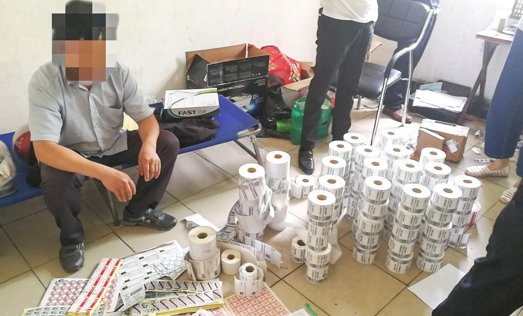 十堰警方捣毁3个制假窝点 查获百万假冒滤清器、商标