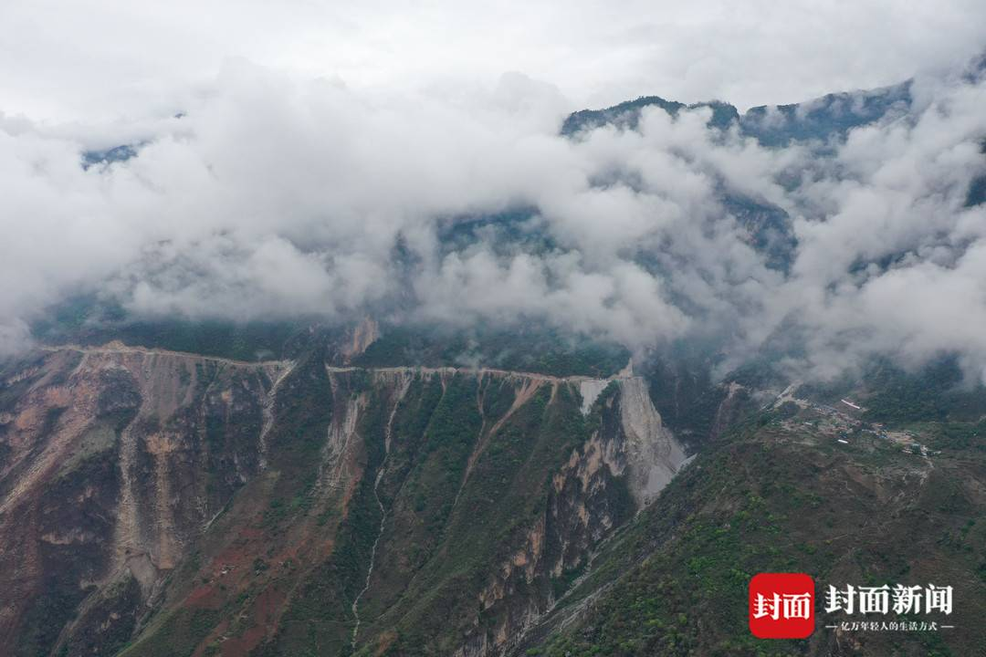 阿布洛哈村和它的云端公路