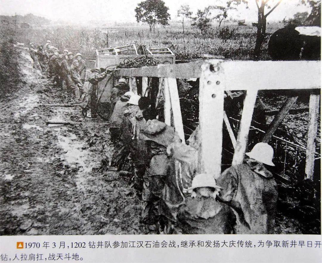 军队被服厂转产防护服 日产超4.5万套