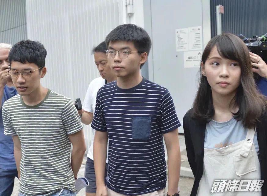 """▲黄之锋宣布退出""""香港多志"""",另表两名猖狂乱港分子周庭和罗冠聪也宣布退出该机关。从左至右:罗冠聪、黄之锋、周庭(图源:香港《头条日报》)"""