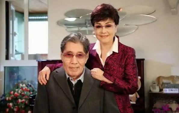 金铁霖李谷一_李谷一丈夫肖卓能去世享年82岁 开国大将肖劲光之子