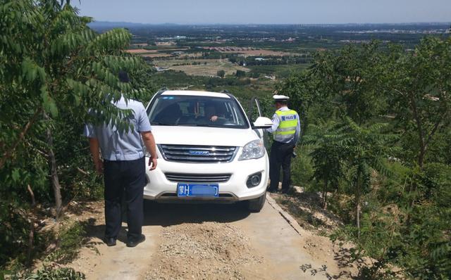 跟着导航却没路了 女子驾车被困北京昌平一荒山