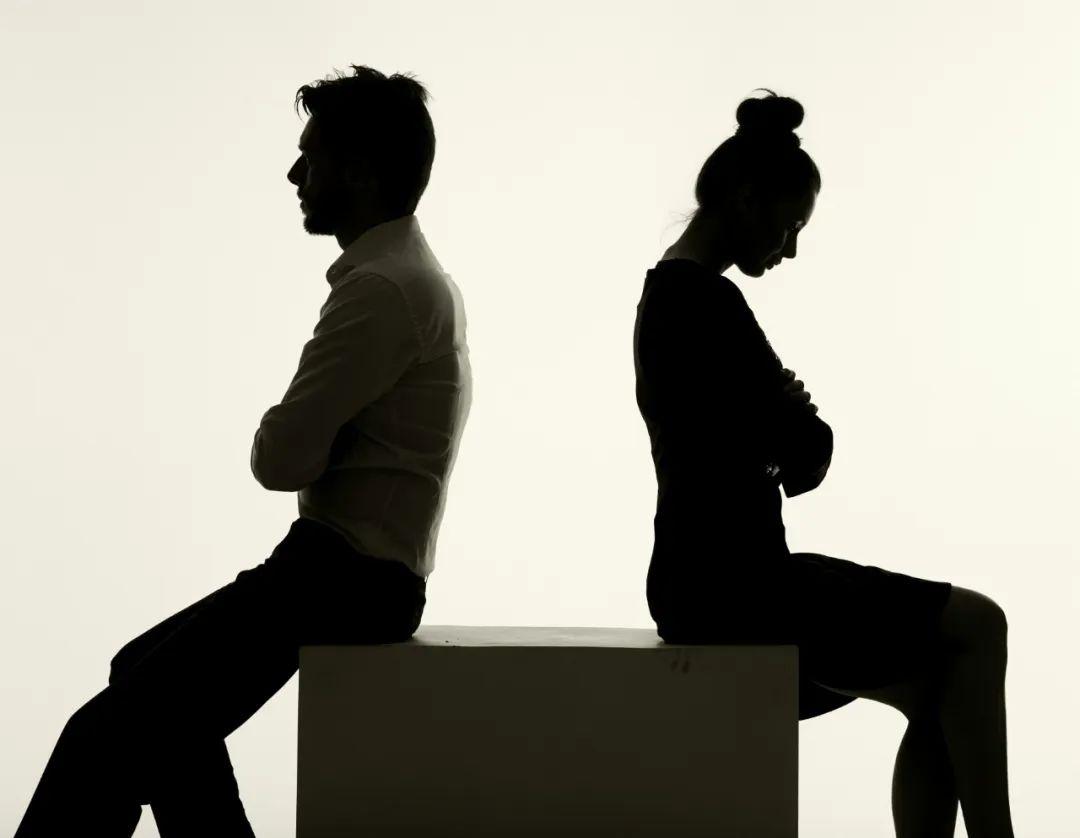 离婚后孩子随母亲姓 父亲拒付抚育费 法院这样判了