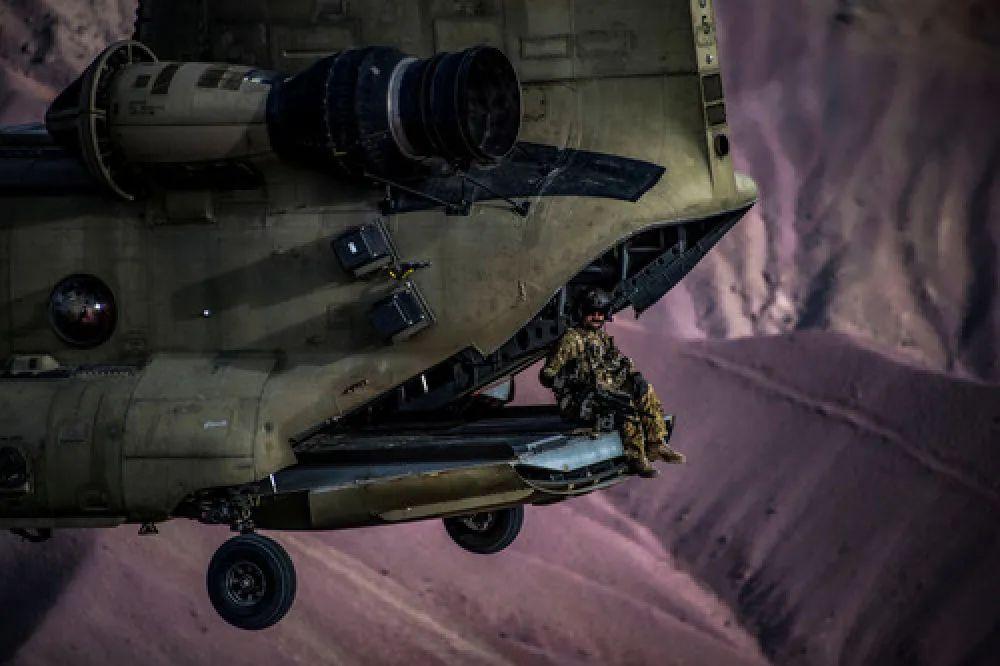 ▲这是2018年3月26日在阿富汗巴格拉姆机场上空拍摄的美军进走练习的原料照片。新华社/路透