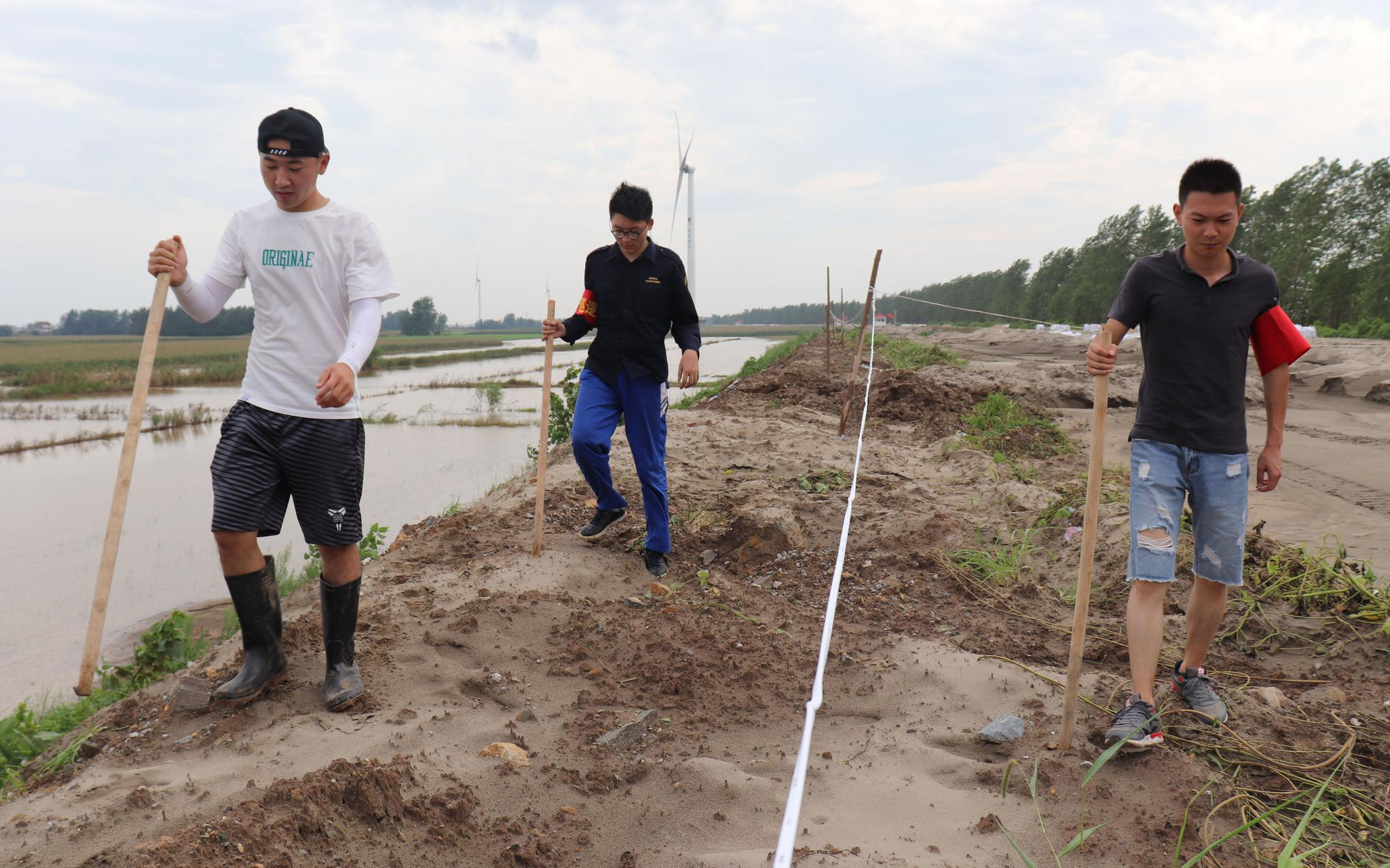 返乡抗洪的江洲人 有的村一天回来150人