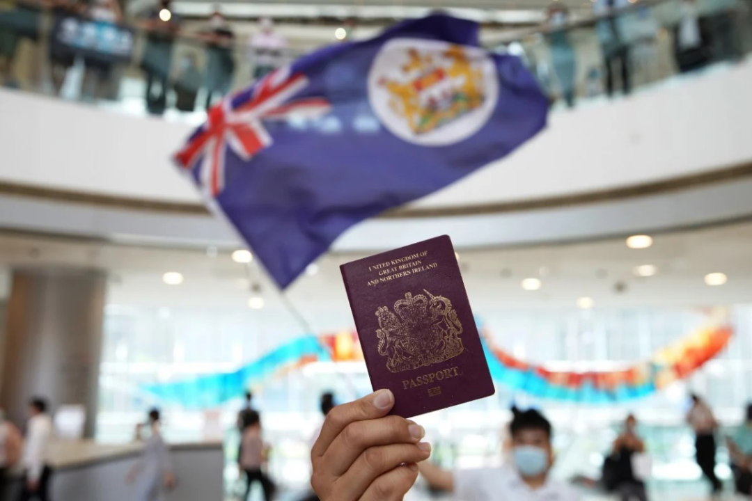 "BNO护照与港英当局旗帜,望望是否都是""高技术做事力""。</p> <p cms-style="