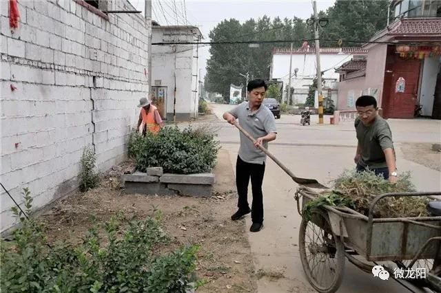 """滕州市龙阳镇人大代表争当村庄清洁""""战役""""排头兵"""