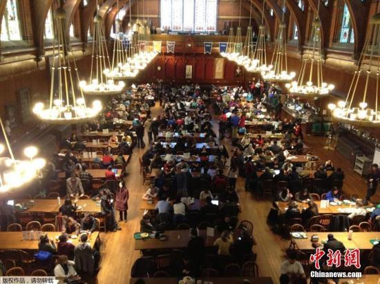 原料图:美国哈佛大私塾园内景。