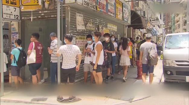 指斥派声援者在街头列队投票。视频截图
