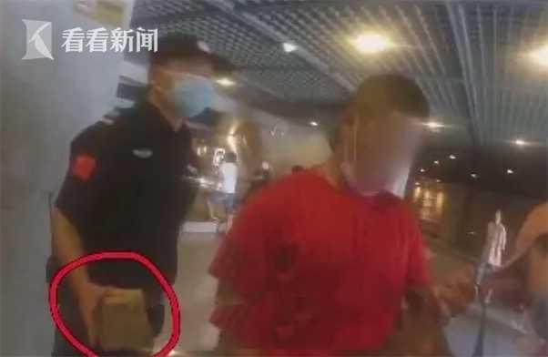 摔跤全锦赛疑似争议判罚 教练员暴揍裁判