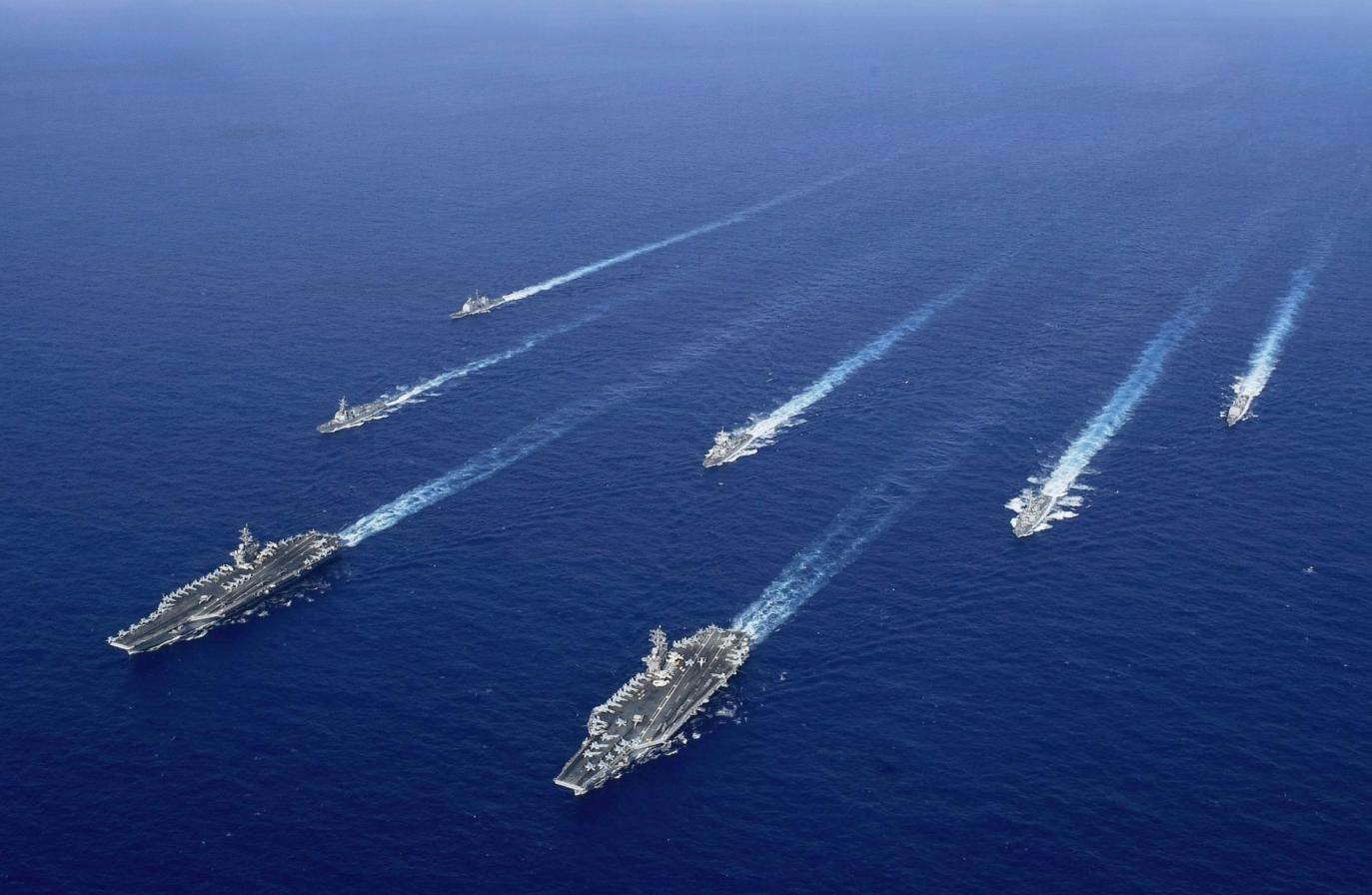"""""""尼米兹""""和""""里根""""构成的双航母战斗群在南海 图源:美国海军"""