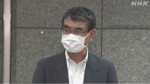 河野太郎14日晚召开发布会。图源:NHK