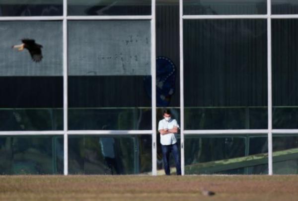 阻隔中的巴西总统博索纳罗。 路透社 图