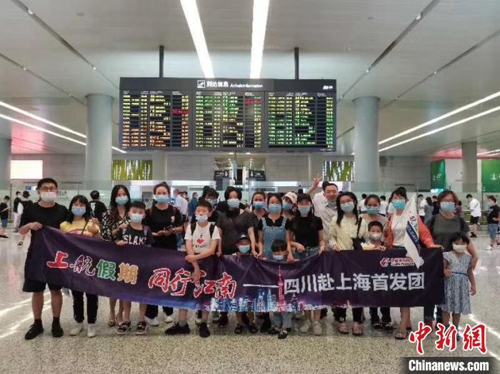 旅客抵达上海。东航供图