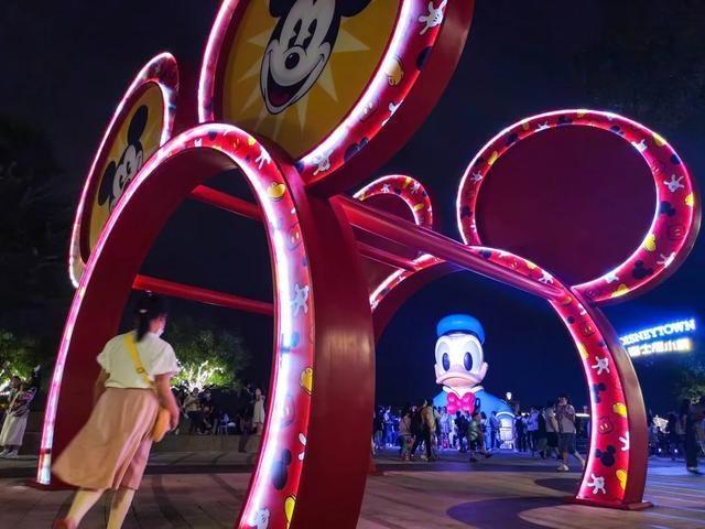 迪士尼首次推出夜市!约?