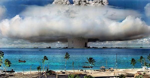 1946年美国在比基尼群岛进走的核武器水下引爆试验