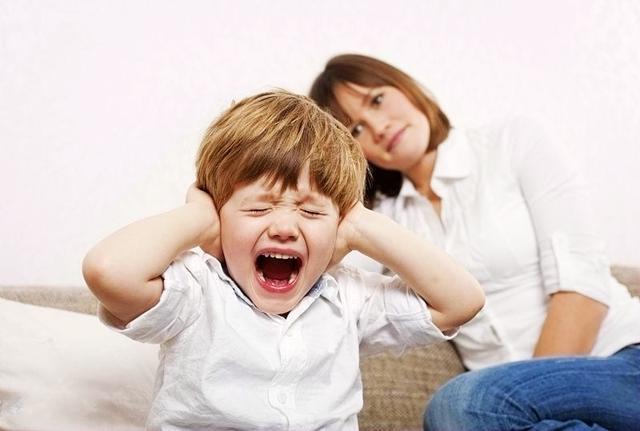 几种妈妈带大的孩子,内心多半会自卑压抑,尤其对男孩打击更大