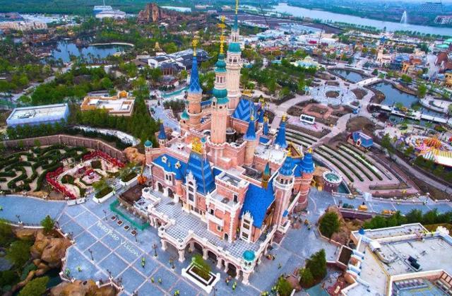 同是迪士尼,为何上海就人满为患,香港却冷冷清清?看完你就懂了