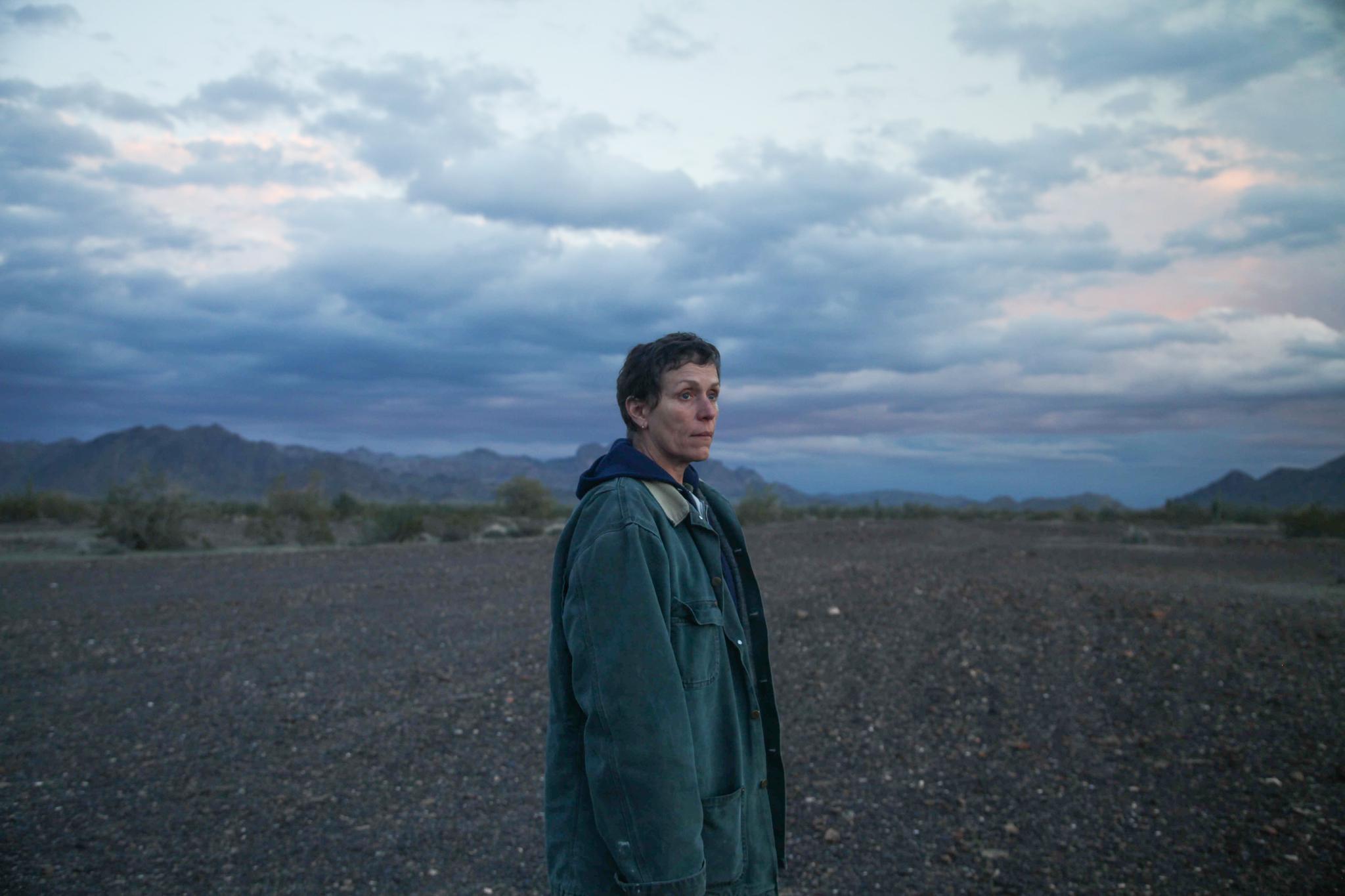 弗兰西斯·麦克众蒙德在《无依之地》片场
