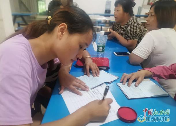 美琪编织梦想 奋斗转变生活 上饶市妇联技能培训进移往点