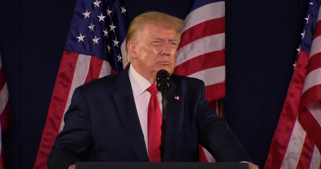 """特朗普在""""总统山""""下发外自力日演讲 视频截图"""