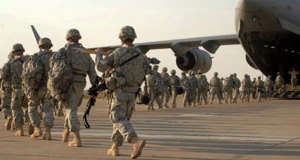 资料图片:驻伊拉克美军士兵准备搭乘C-17运输机回国。(美国防部官网)