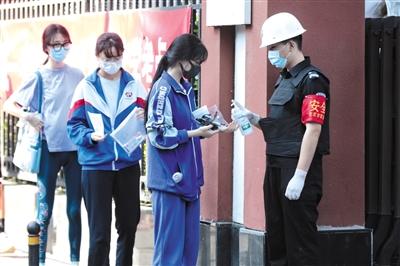 尔农女子纳入人的荣猛入境人员机卡京