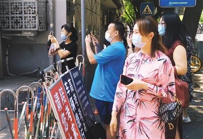 北京市交通委:途经高风险重点区域公交线路每小时消毒1次