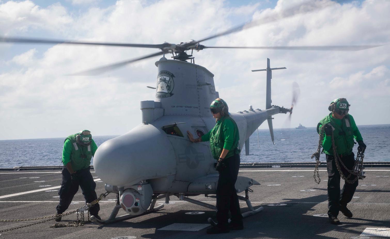 """去年12月,""""加布里埃尔·吉福兹""""号滨海战斗机被我054A型护卫舰围观"""