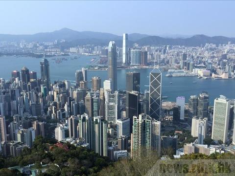 资料图:香港街头(港媒)