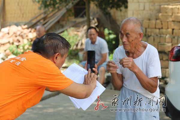 摄影扶贫 助推老年快乐生活