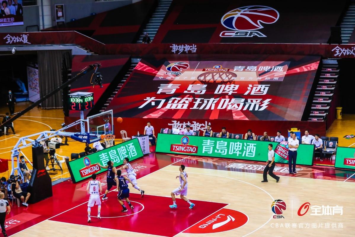 """CBA总决赛在青岛赛区打响 篮球机器人""""啦啦宝贝""""亮相"""