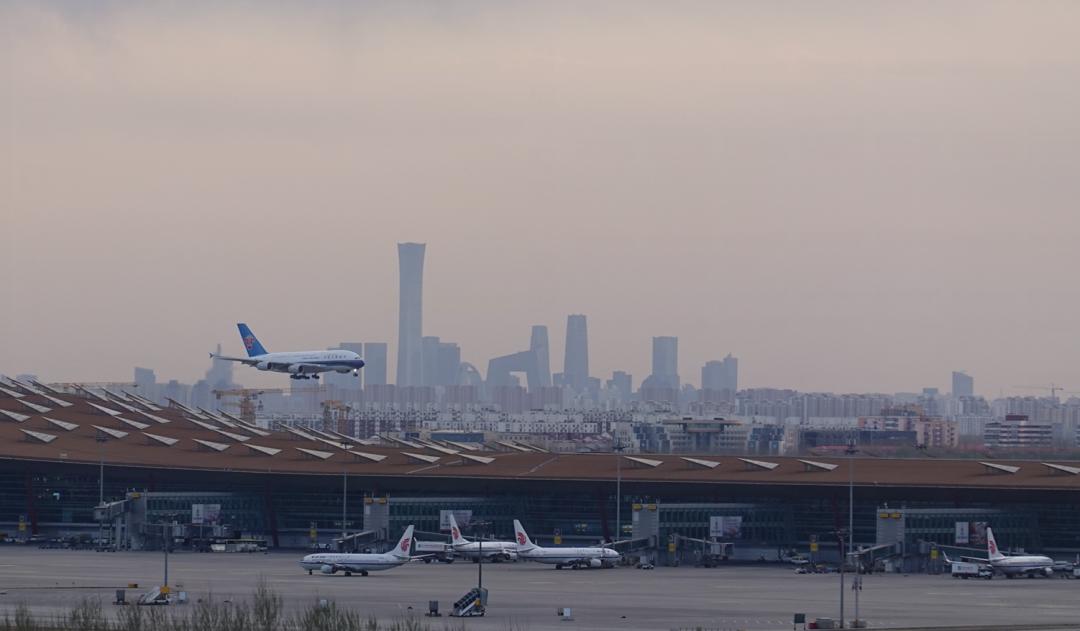 国内航班量回升接近去年同期,入境政策放宽双向客流渐恢复
