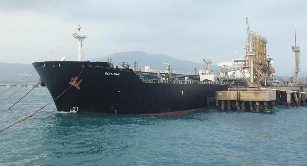 """5月底,""""财富""""号等5艘悬挂伊朗国旗的油轮将150万桶汽油运抵委内瑞拉"""