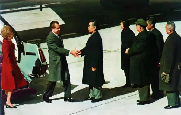 ▲1972年2月21日尼克松访华,周总理前往迎接。