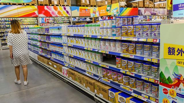 半年报奶粉企业增长分化 新国标影响或不亚于配方注册制