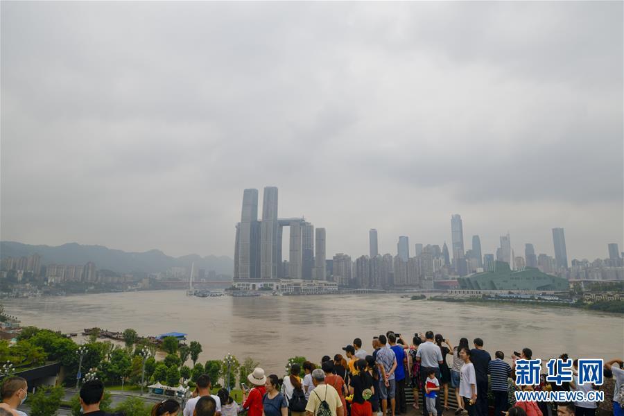 救援,在被洪水漫过的街巷之间――直击重庆长江、嘉陵江抗洪一线