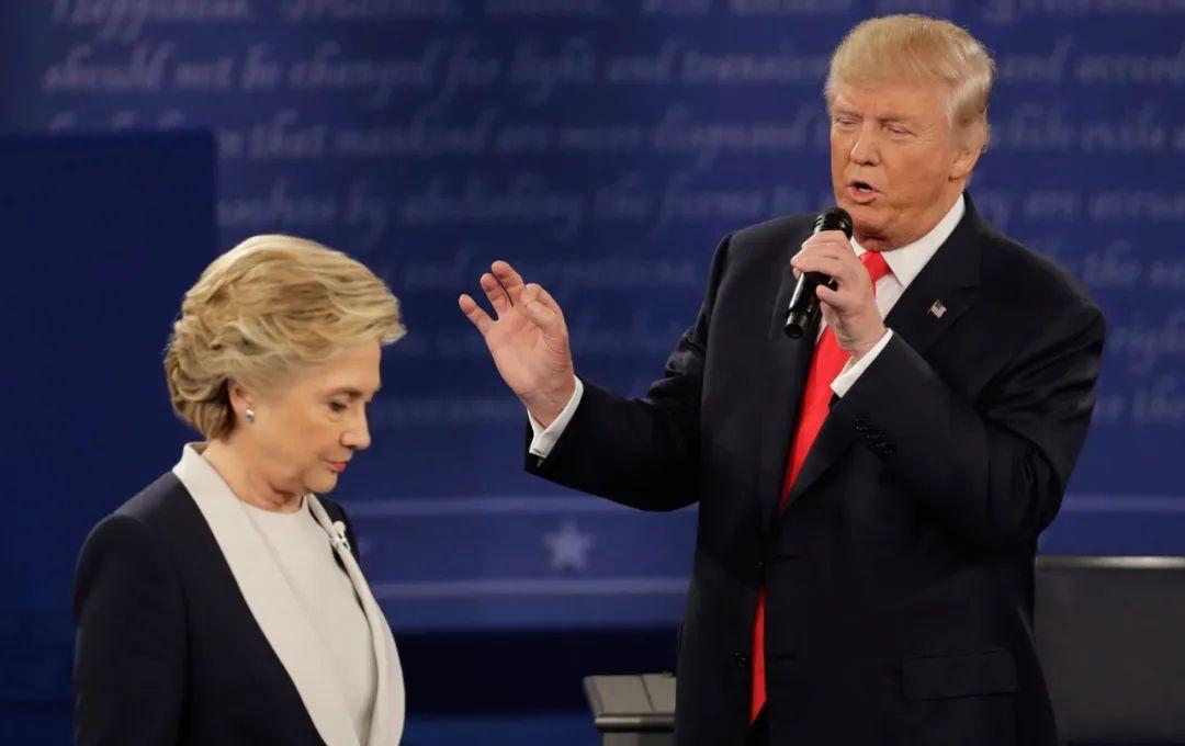 2016年希拉里和特朗普同台申辩。/图片来自外交媒体