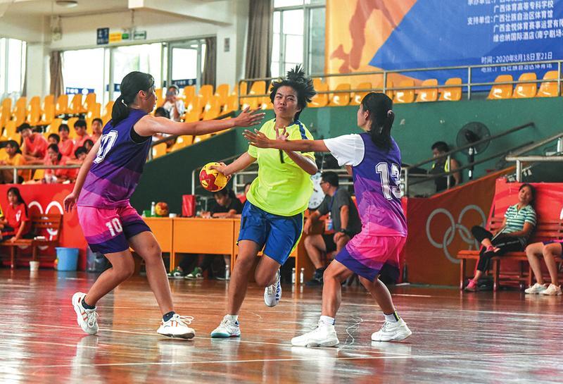 """广西青少年女子手球锦标赛出现""""校园力量"""""""