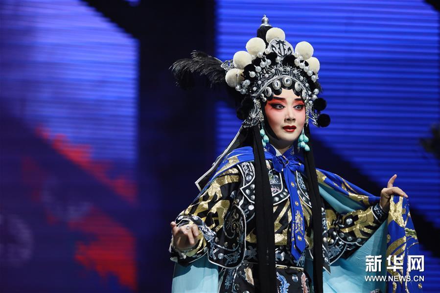 这是8月21日晚拍摄的改版京剧《秦良玉》演出现场。新华社发(黄俊辉 摄)