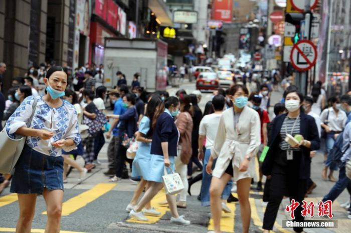 资料图:疫情下的香港街头。 中新社记者 洪帆 摄