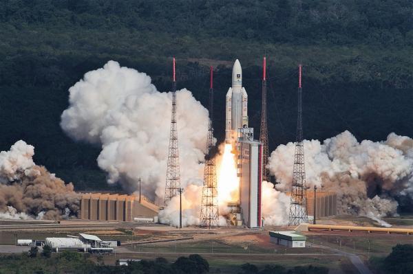 阿丽亚娜-5火箭一箭四星发射伽利略卫星 | 图片来源:Stephane Corvaja @ESA