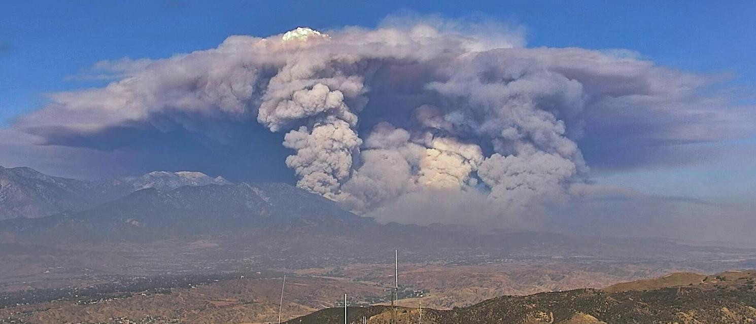 山火造成的浓烟