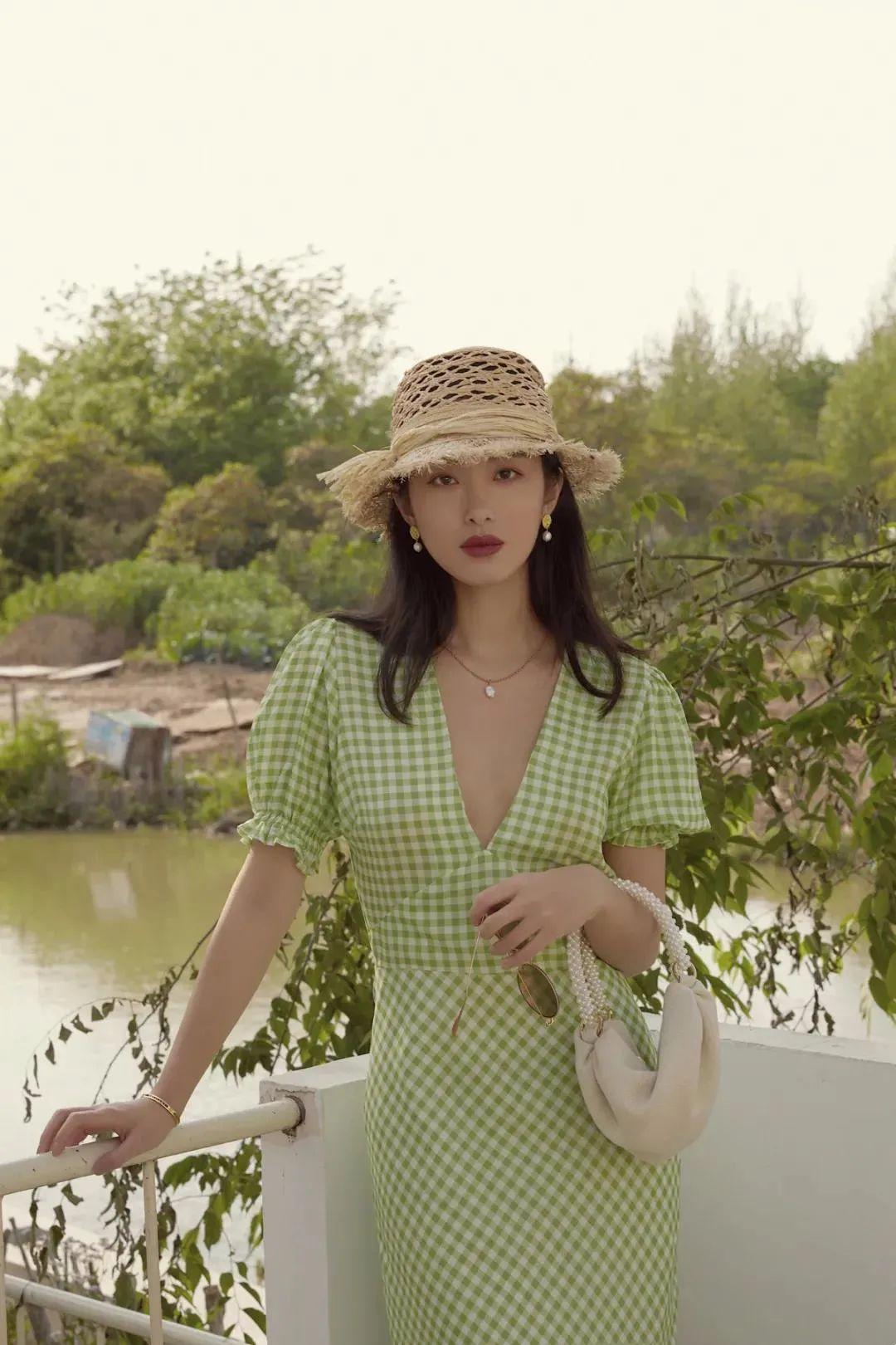 把少女感和熟女感结合 杨采钰的衣品我爱啦
