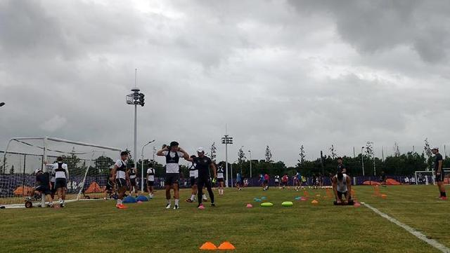 聚焦中超|重庆当代积极备战第三轮比赛,常规训练前外援先在健身房加练