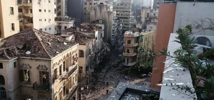 爆炸之后,瓦砾遍布街道。(图源:俄罗斯卫星网)