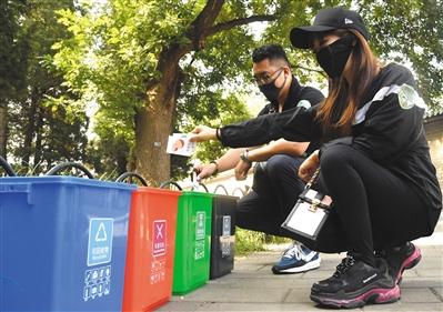 """北京垃圾分类:混投难题待解 全市铺开""""盯桶战术"""""""