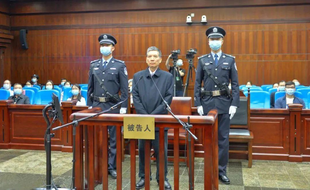 被控受贿近2400万 秦光荣当庭认罪