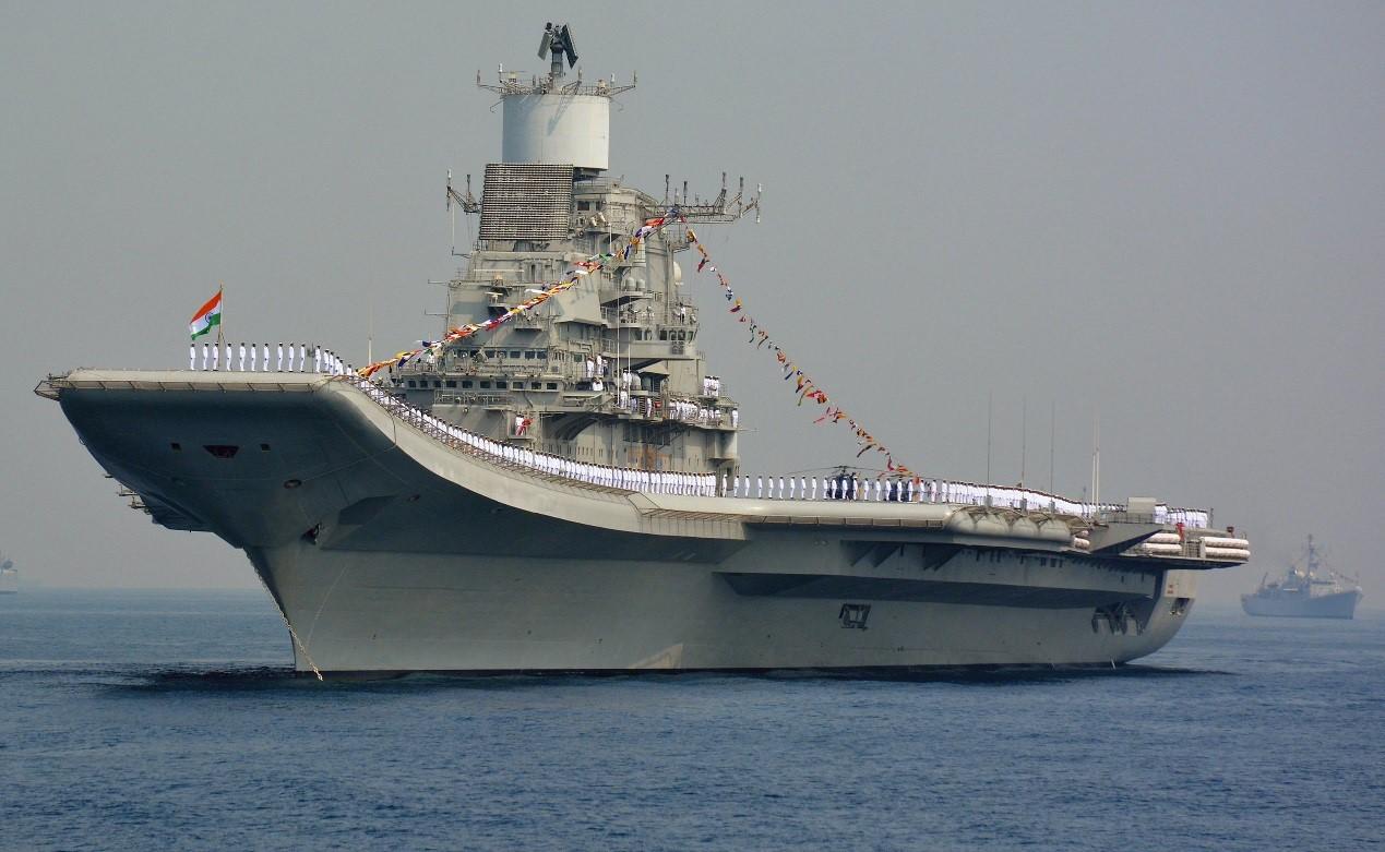 """印度计划重建造一艘国产航母,使航母数目增补至3艘。图为,印度海军""""维克拉玛蒂亚""""号航母。"""