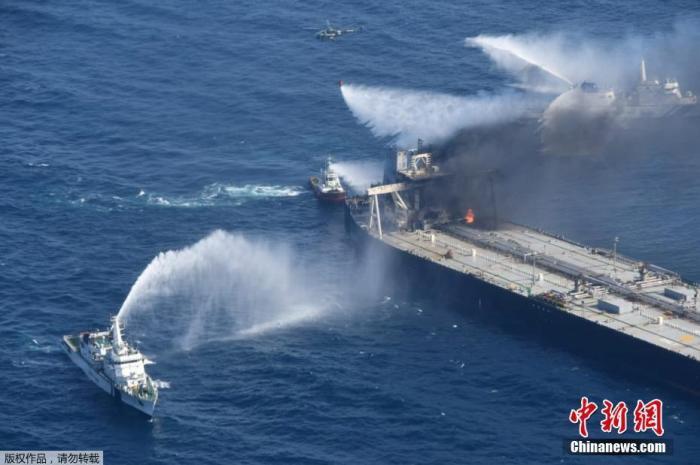 斯里兰卡海域失火油轮外泄燃油 斯海军已封住漏油口
